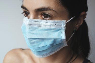 マスク生活による肌荒れに要注意!原因や対策方法とは?
