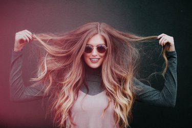 【うねり・広がり】梅雨に負けない髪の毛を簡単ヘアケアで手に入れよう!