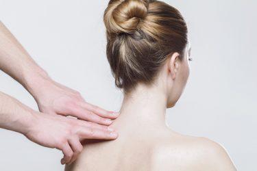 しつこい背中ニキビの原因と対策とは?すぐにできる予防法も紹介