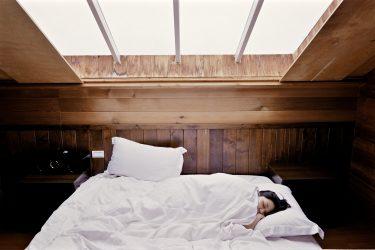 【肌荒れ】睡眠不足は美容に悪影響!眠りの質を上げるための方法3選