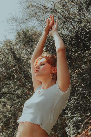 ブルーライトが肌に影響《肌荒れ・ニキビ》を与える?簡単な対策法とは