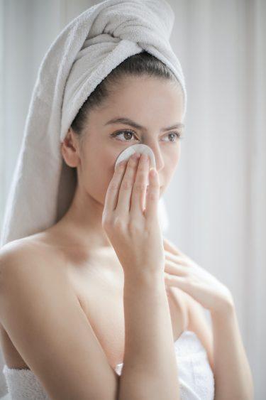 化粧水は《手orコットン》どっちで塗るべき?正しい方法を解説